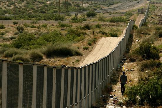 border-fence us mx.jpg